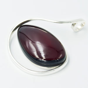 Alluring silver pendnat with cherry amber A2A06