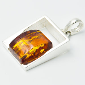 Elegant silver pendant with cognac amber A2A43