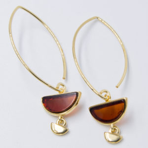 Decorative earrings with natural semicircular cognac amber Z1A02