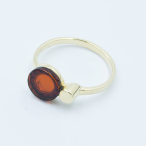 Elegant ring with natural cognac amber Z1A20 size 13