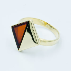 Elegant ring with triangular cognac amber Z1A29 size 12