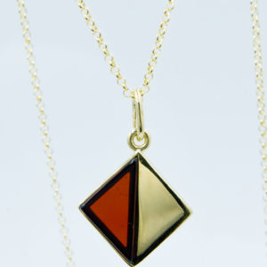 Elegant necklace with triangular cognac amber Z1A27