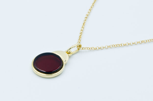 Elegant necklace with round cognac amber Z1A34