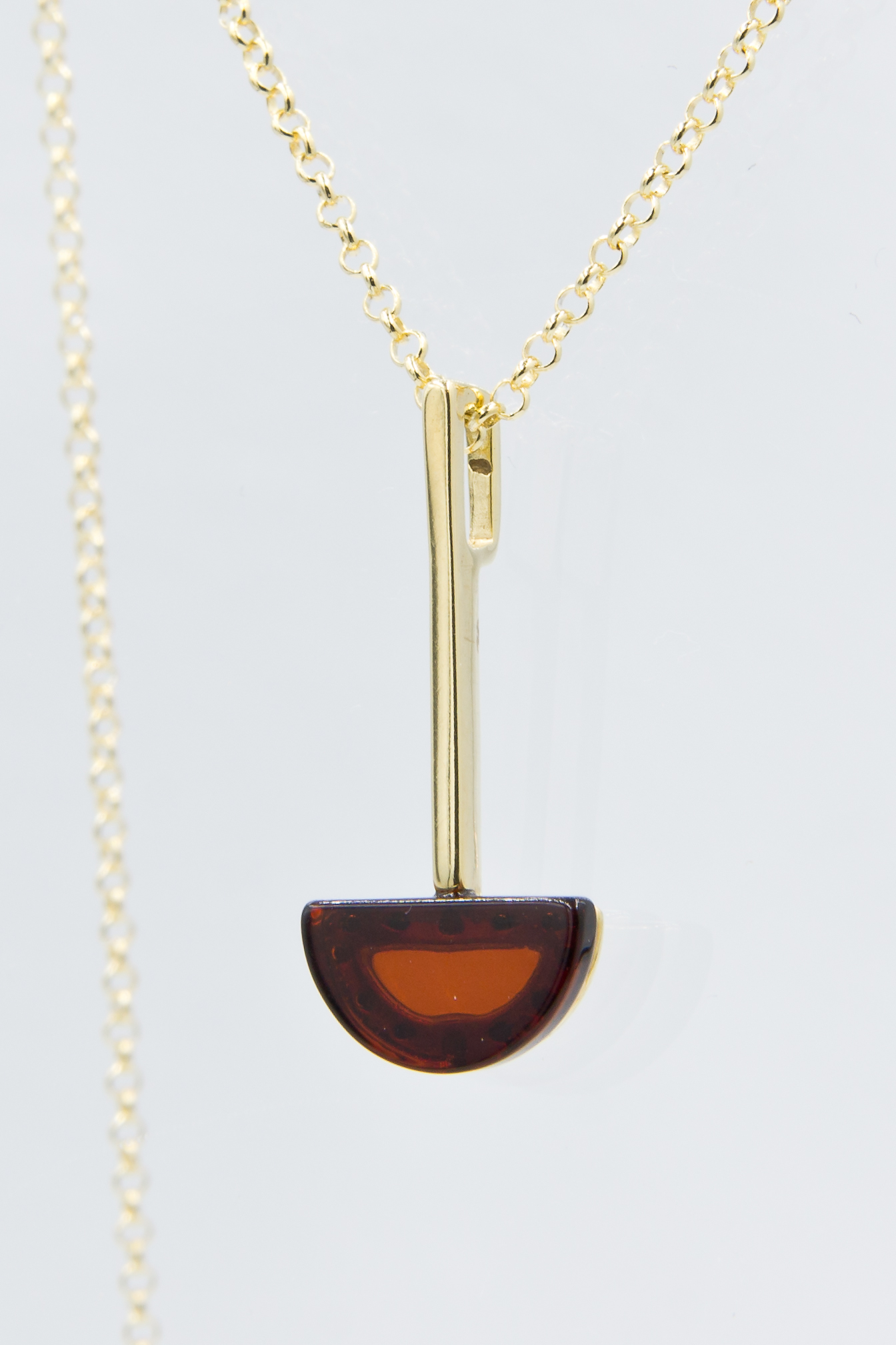 Necklace with cognac amber Z1A41