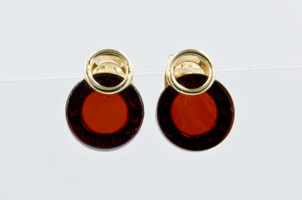 Modest earrings with round cognac amber Z1A46