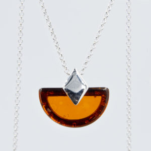 Silver necklace with semicircular cognac amber Z1A61