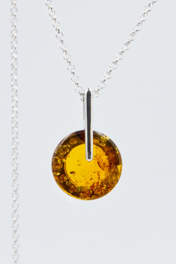Elegant silver necklace with round cognac amber Z1A64