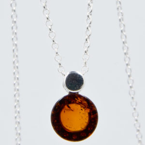 Modest silver necklace with round cognac amber Z1A67