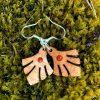 kolczyki drewniane z koralem
